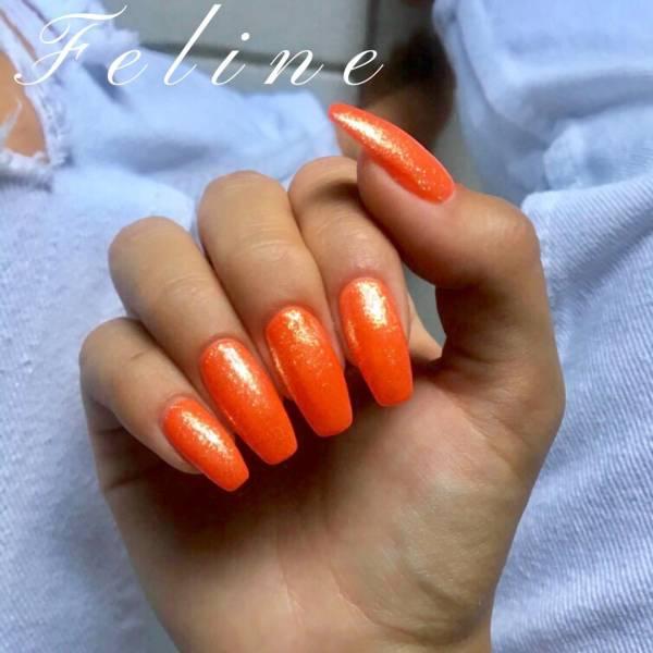 Pose d\u0027ongle couleur orange pailletée pour une cliente de Bourg,en,Bresse